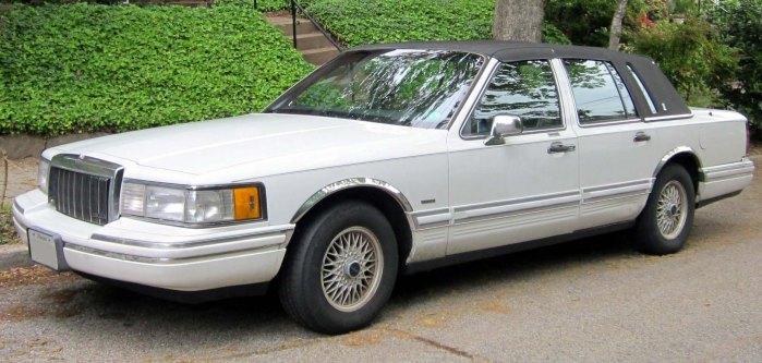 1990-1992_Lincoln_Town_Car_--_04-30-2012